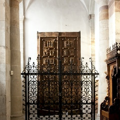 Wooden Doors (c.1065)