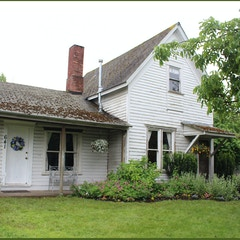 Front view of Hannah and Eliza Gorman House (Corvallis, Oregon)