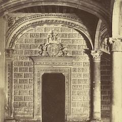 Alcalà de Henares. Puerta interior del Palacio Arzobispal